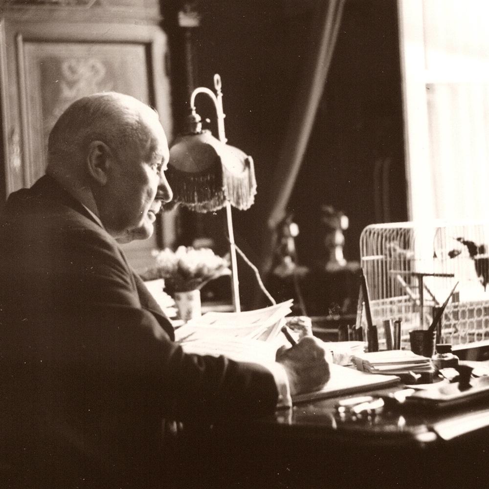Franz Lehár im Arbeitszimmer (Foto Hofer)